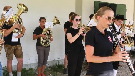 Ein Standkonzert gab die Blaskapelle Baar am Sonntag am Sportplatz. Es war die erste öffentliche Veranstaltung für den Musikverein in diesem Jahr.