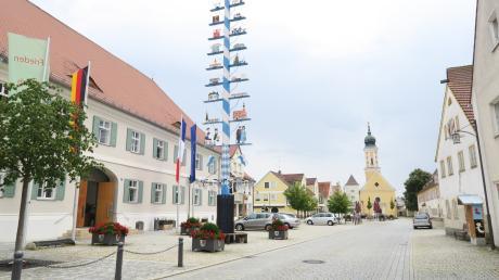 Im Markt Pöttmes (links das Rathaus) stehen ab Sonntag die ersten Wahlen der Ortssprecher mancher Ortsteile an.