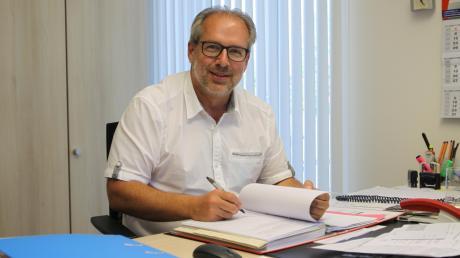 Fast jeden Nachmittag ist Sielenbachs ehrenamtlicher Bürgermeister Heinz Geiling im Rathaus des Sonnendorfes.