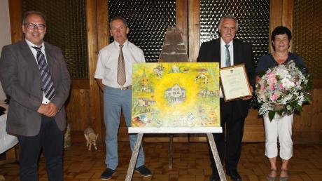 Sielenbachs langjähriger Bürgermeister Martin Echter (Zweiter von rechts) ist jetzt Altbürgermeister des Sonnendorfes.