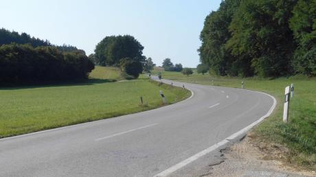 So schlängelte sich bis zum Beginn der Bauarbeiten die Staatsstraße von Pöttmes nach Kühnhausen. Sie wird derzeit ausgebaut.