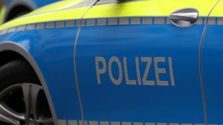 Die Polizei ermittelt, weil ein Büro der Grünen in Augsburg mit Steinen beworfen wurde.