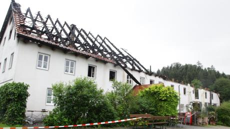 Bis auf die Grundmauern abgebrannt ist das Wirtshaus in Burgadelzhausen. Der Großbrand war das bewegendste Thema bei der Jahreshauptversammlung der Freiwilligen Feuerwehr.