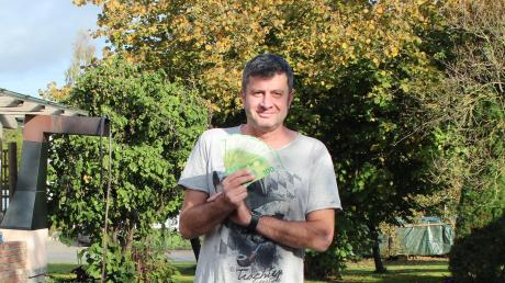 Josef Sporrer aus dem Aichacher Ortsteil Klingen wusste die richtige Lösung: Federball. Die 1000 Euro wird er in den neuen Pool investieren.
