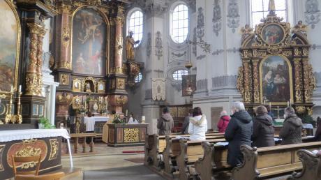 Statt voller Bänke gab es heuer viel Platz beim 40-stündigen Gebet in der Wallfahrtskirche Maria Birnbaum in Sielenbach.