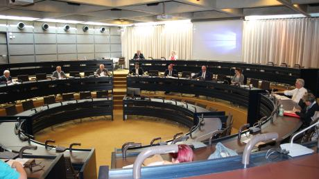 Sitzungen von Kreisausschüssen sollen künftig versuchsweise live im Internet zu verfolgen sein.