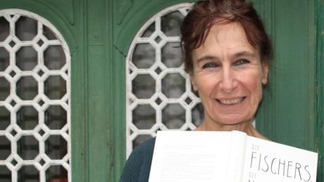 """Eine ziemlich wahre Geschichte: Der erste Roman der Dießener Autorin Katalin Fischer mit dem Titel """"Die Fischers, die Hamburgers und die Bánds"""" ist eine Familiensaga."""