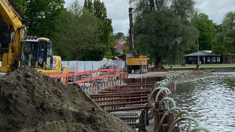 Die Bauarbeiten an der Ufermauer in Dießen sind in vollem Gang. Seit ein paar Tagen wird in den Seeanlagen betoniert.