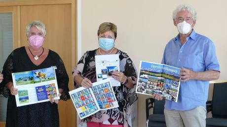 Die neue Ausgabe des Landkreisbuchs stellten (von links) Erika Breu, Landrätin Andrea Jochner-Weiß und Emanuel Gronau vor.