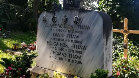 Auf dem Künstlerfriedhof in Holzhausen bei Utting hat Claire Watson (ihre letzte Ruhe gefunden. Sie starb am 16. Juli 1986.