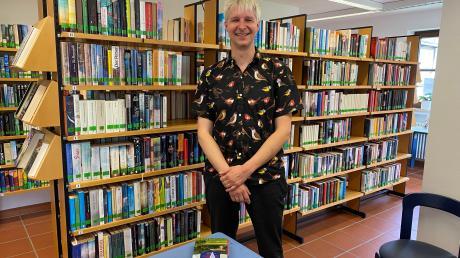 Johannes Schindlbeck leitet die Bücherei in Dießen seit August. Jetzt will er noch mehr Raum schaffen für Begegnungen von Kindern, Jugendlichen und älteren Menschen. Zudem will er das Angebot an Lesestoff noch mehr auf den Bedarf der Kundinnen und Kunden aus dem Ort abstimmen.