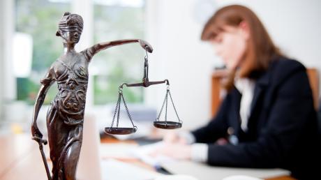 Im Großraum Augsburg hat sich die Zahl der Anwälte in gut 20 Jahren mehr als verdoppelt.