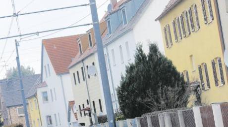 """""""Es ist nicht anzunehmen, dass jetzt halb Stadtbergen die Berliner Mauer baut, denn ein solches massives Bauwerk ist teuer.""""Stadtrat Johannes Münch"""