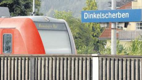 Manchmal ist für Fahrgäste, die nach Dinkelscherben fahren wollen, bereits am Bahnhof Gessertshausen Endstation. Ein Bus könnte Abhilfe schaffen.