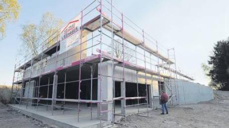 Die künftige Kindertagesstätte mit integriertem Bürgersaal besichtigte jetzt der Gemeinderat Bonstetten im Rohbau.