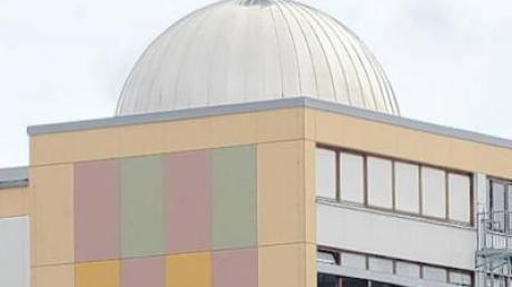 Die Grund- und Mittelschule in Diedorf scheint geräumig. Doch schon ab dem kommenden Schuljahr werden die Klassenräume nicht mehr für alle Schülerinnen und Schüler ausreichen.