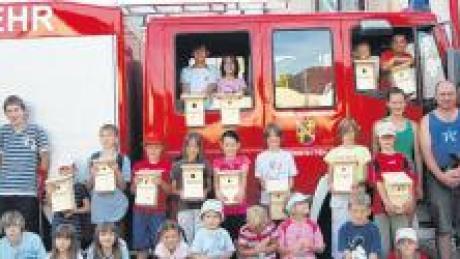 Das Mehrzweckfahrzeug der Bonstetter Wehr, das auch schon beim Ferienprogramm von Kindern besucht wurde, hat jetzt wieder die nötige Plakette.