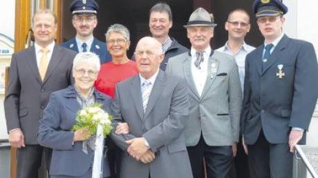 Das Jubelpaar Martha und Richard Kratzer (vorne) freute sich über die Vielzahl der Gratulanten.