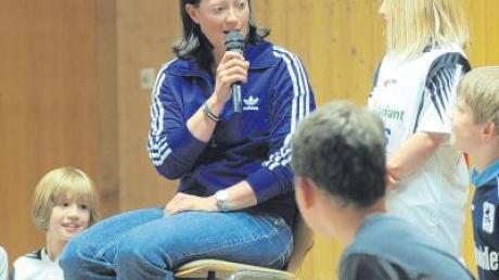 Mit Fragen bombardiert wurde die 159-fache Nationalspielerin Renate Lingor, die während der Frauen-WM auch für das ZDF im Einsatz ist.