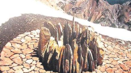 So sieht eine Installation von Hama Lohrmann aus, errichtet in einer entlegenen Bergregion.