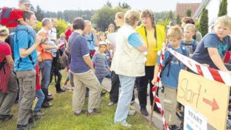 Copy of Die_Juniorwanderer_am_Start_der_fünf_Kilometer_langen_Strecke.tif