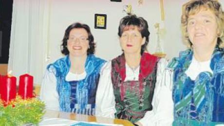 Seit 25 Jahren gibt es den Lauterbacher Dreigesang mit (von links) Johanna Wech, Ulrike Heindl und Marlies Landherr.