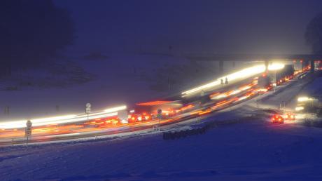 Am Sonntag und in der Nacht auf Montag kam es auf der A8 gleich zu mehreren Unfällen.
