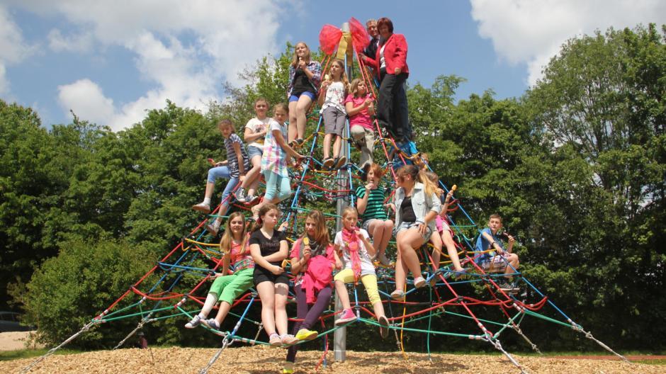 Klettergerüst Pyramide : Grundschule adelsried bonstetten: auf die pyramide fertig los