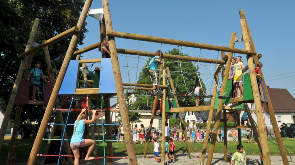 Klettergerüst Seilnetz : Seilklettergerüst u spielplatz challenge