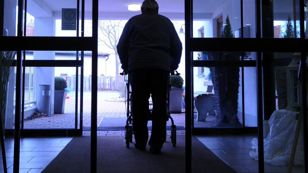 Geld Abheben Vor Pflegeheim