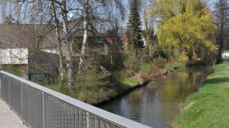 Mehr als 100 Kilometer ist die Friedberger Ach lang, die auch durch Thierhaupten fließt. Im Quellgebiet bei Landsberg gelangen bis heute giftige Chemikalien ins Wasser.