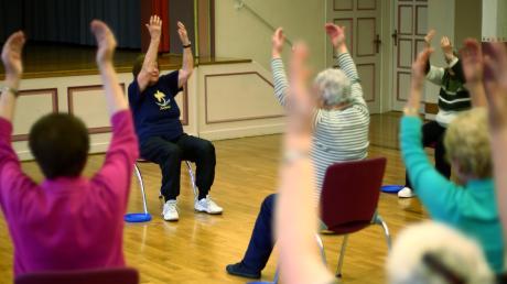 Ob es weiterhin Yoga und Seniorenturnen im Keller des Hauses Veronika in Aystetten geben wird, hängt von einer Fluchttreppe ab.