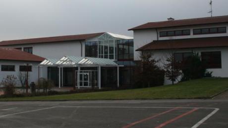 Die Grundschule in Emersacker soll mehr Platz für neue Schülerinnen und Schüler bekommen.