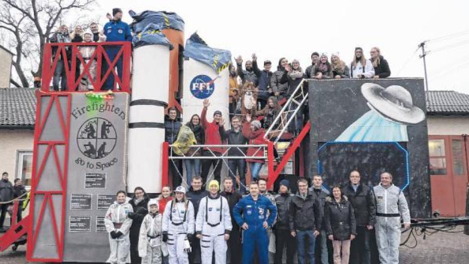 Einweihung Langweids Wehr Zieht S In Den Weltraum Nachrichten