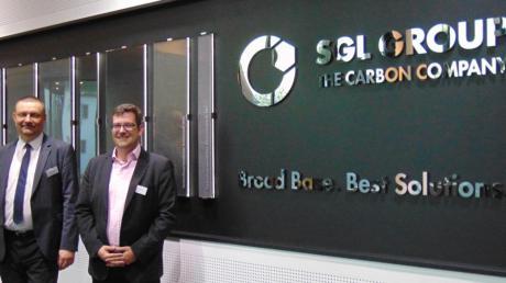 Tilo Hauke (links), Leiter der Konzernforschung SGL Group, und Dominik Bösl, Innovation Manager der Kuka AG, beim 31. Zukunftsforum in Meitingen. Thema war die zunehmende Bedeutung der Robotik im Alltag.