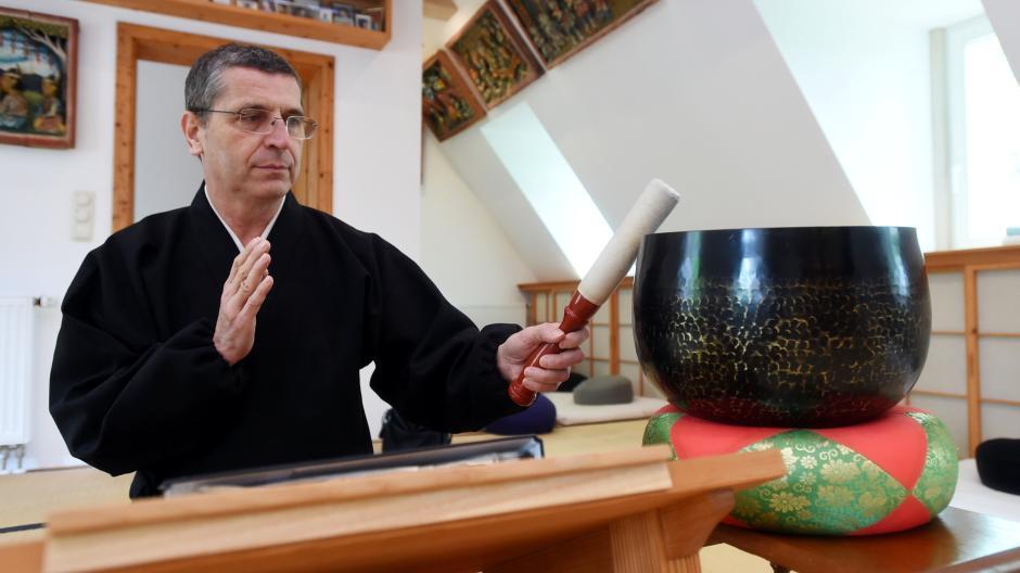 Im Obersten Stockwerk Des Hauses Befindet Sich Der Gebets  Und  Meditationsraum. Döring Hat Ein Bewegtes Jahr Hinter Sich: ...