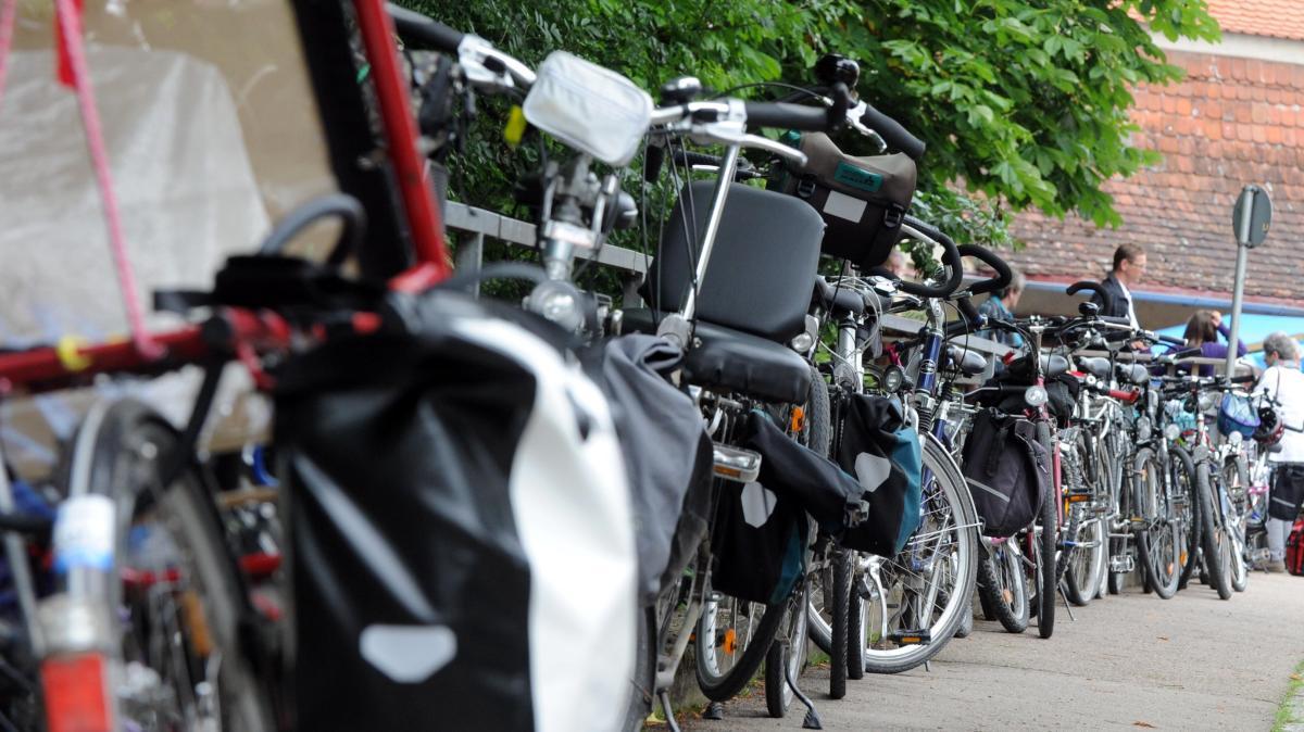 parken darf das fahrrad eigentlich berall abgestellt werden geld leben augsburger. Black Bedroom Furniture Sets. Home Design Ideas