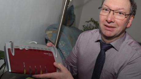 66 Stunden ohne Telefon und Internet: Uwe Feichtenbeiner aus Oberschöneberg ist sauer.