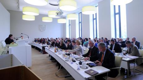 Mit der Kommunalwahl 2020 hat sich das Kräfteverhältnis im Augsburger Kreistag neu gemischt.