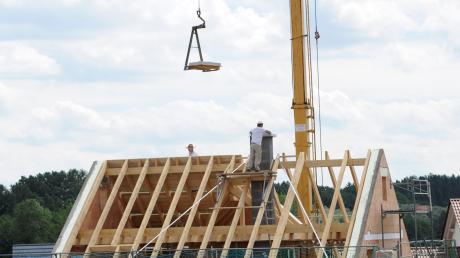 Wer seinen Traum vom eigenen Haus im Landkreis Dillingen verwirklichen will, braucht derzeit auch Glück, um einen Bauplatz zu ergattern.