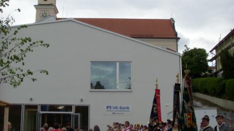 Zur Eröffnung der Kirchberghalle war die VR-Bank noch Teil des Konzepts. Heute nutzt das Bayerische Rote Kreuz die Räumlichkeiten.