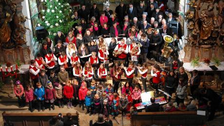 """""""Ehingen singt und klingt im Advent"""" hieß das Konzert in der barocken Klosterkirche in Holzen, für das die Zuhörer viel Applaus spendeten."""