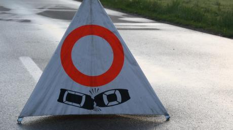 Glück im Unglück hatten zwei Autofahrer auf der Staatsstraße bei Mindelheim. Niemand wurde bei bei dem Unfall verletzt. Die Polizei klärt nun die Schuldfrage.