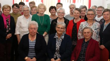 Der Katholische Frauenbund Allmannshofen feierte sein 30-jähriges Bestehen. Dabei wurden die Gründungsmitglieder geehrt.
