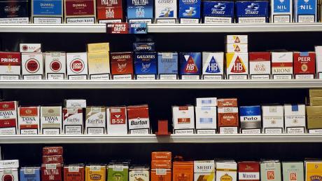 Diebe haben in einem Supermarkt in Buch zahlreiche Zigarettenschachteln gestohlen.