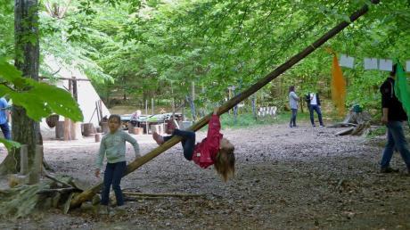 Ein Tipi-Zelt im Waldkindergarten ist am Wochenende von Unbekannten beschädigt worden.