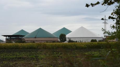Der Maschinenraum einer Biogasanlage in Habertshausen steht am Dienstag in Flammen. Ausgelöst wird der Brand vermutlich durch einen technischen Defekt.
