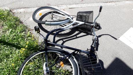 Die Aichacher Polizei berichtet von einem Unfall mit zwei Radfahrern.