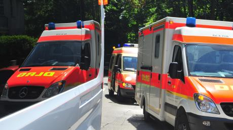 Der Rettungsdienst brachte dieverletzte Radfahrerin ins Krankenhaus.