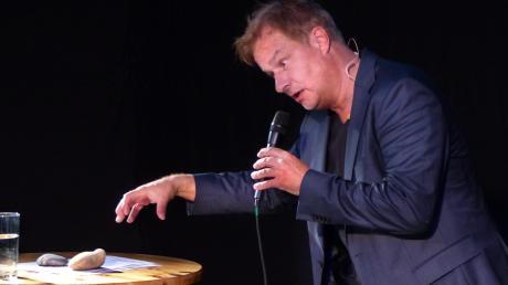Schon zum dritten Mal gastierte der bekannte Kabarettist Lars Reichow im Griechischen Theater in Heretsried.